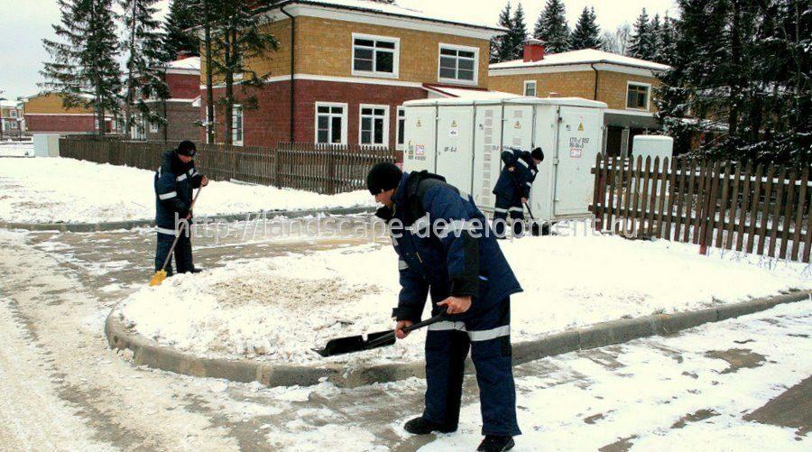 Уборка снега кровля